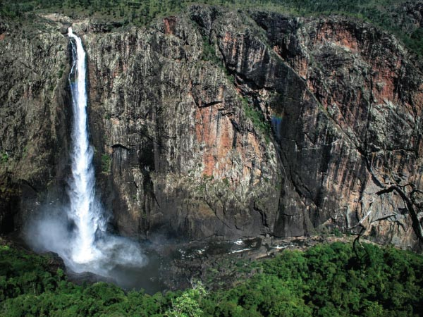 Waterfall, Water resources, Natural landscape, Body of water, Nature, Nature reserve, Water, Vegetation, Watercourse, Formation, Escarpment, Chute, State park, Biome, Hill station, Wilderness, Rainforest, Tropical and subtropical coniferous forests, Water feature, Valdivian temperate rain forest, Wallaman Falls, Wallaman Falls, Waterfall