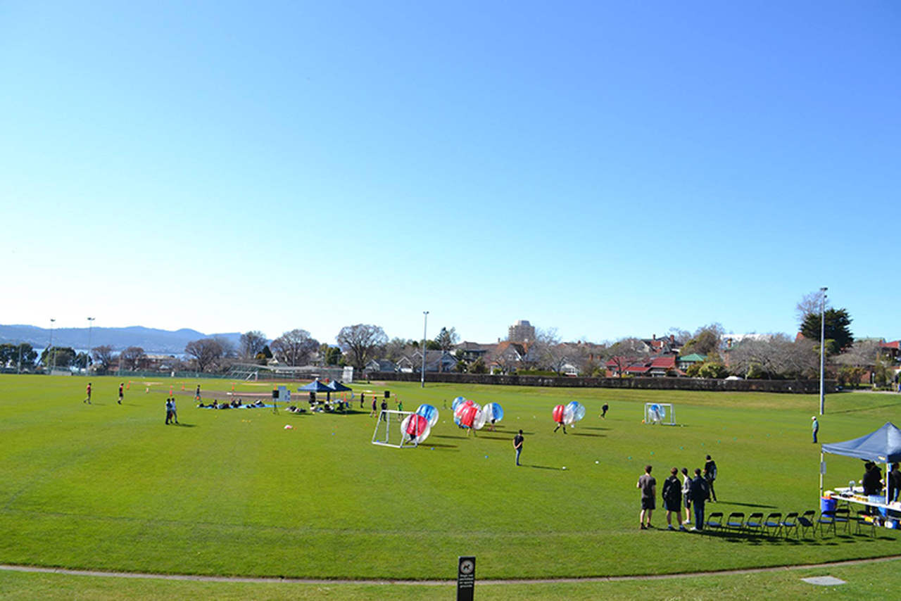 Sport venue, Stadium, Team sport, Sky, Soccer-specific stadium, Soccer, Grass, Championship, Sports, Atmosphere, Player, Competition event, Team, Ball game, Leisure, Sports equipment