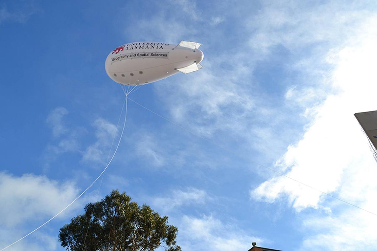Blimp, Sky, Airship, Cloud, Zeppelin, Vehicle, Aerostat, Aircraft, Hot air balloon, Cumulus, Zeppelin