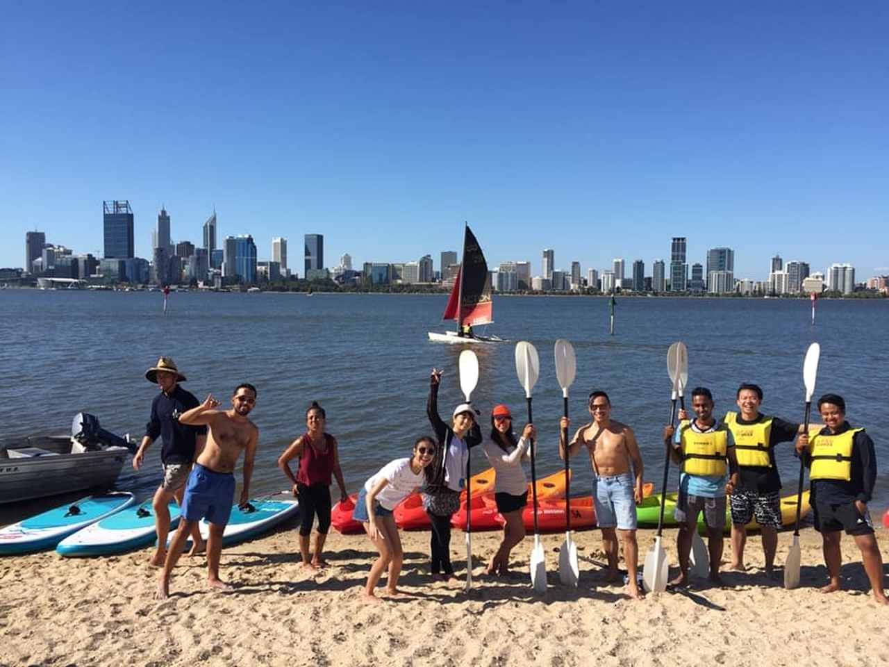 Water transportation, Recreation, Vehicle, Paddle, Rowing, Boating, Surface water sports, Physical fitness, Tourism, Sports, Beach, Fun, Water sport, Boat, Surfboat, City, Watercraft rowing, Watercraft, Crew, Vacation, Water transportation, Rowing, Boat