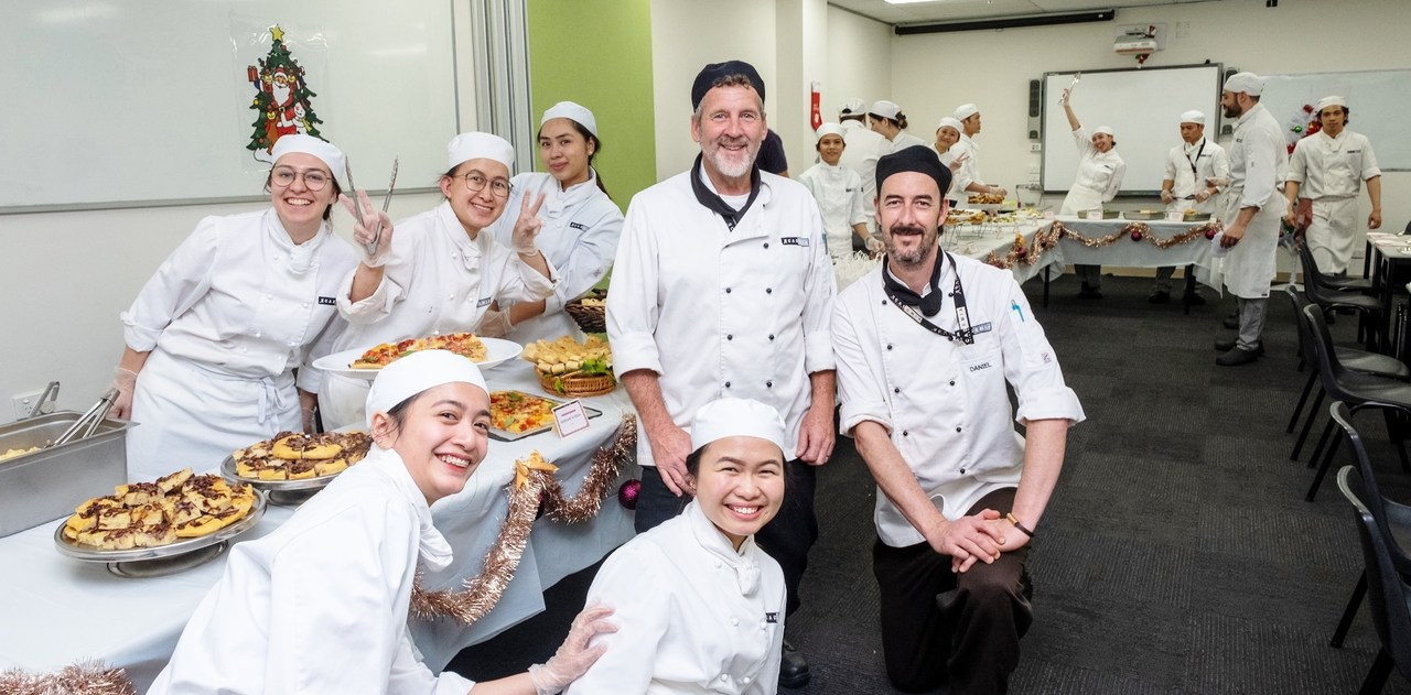 Cook, Chef, Chief cook, Culinary art, Pastry chef, Cooking, Chef's uniform, Food, Team, Uniform, Event, Service, Cuisine