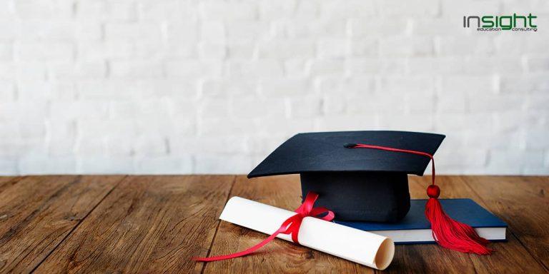 Mortarboard, Graduation, Headgear, Floor, Flooring, Laminate flooring, Academic degree, College, Graduation ceremony, Course, Bachelor's degree, Education, School