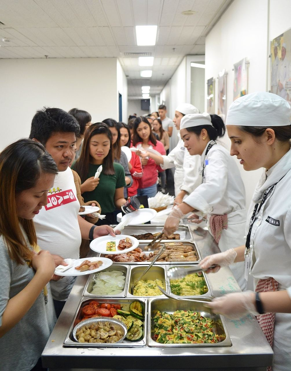 Cook, Meal, Food, Cooking, Lunch, Culinary art, Chef, Dish, Cuisine, À la carte food, Service, Comfort food, Delicacy, Food processing, Culinary arts, Dish